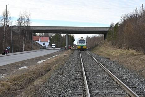 Juna pääsi lähtemään liikenteeseen illansuussa tiistaina 13. huhtikuuta Orivedellä.