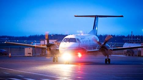 Base Airlines Ltd operoi Porin ja Helsingin välisiä KarhuAeron lentoja. Lennot keskeytyivät 28. maaliskuuta ja 6. heinäkuuta väliseksi ajaksi.