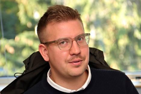 Maankäyttöpäällikkö Tuomas Lindholm saa kaupunkilaisilta puheluita tasaisin väliajoin. Häneltä kysellään esimerkiksi kaavojen etenemisestä.