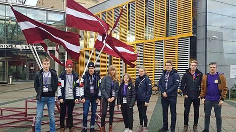 Merikarvialaiset opiskelijat Miko Tähkänen, Eero Laine, Rasmus Henriksson, Anna-Liina Haukijärvi, Aada Yliknuussi, Anna Arvola, Juuos Hollmen, Janne Viitanen ja Antero Vuorela osallistuivat kansainväliseen IT-kisaan Latviassa.