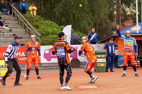 KaMan Antti Kortteenperä pelasi joukkueen ykköskärjessä hyvän ottelun. Kaksi tuotua ja lyötyä juoksua sekä oivallinen ulkopeliesiintyminen palkittiin joukkueen kakkospalkinnolla.