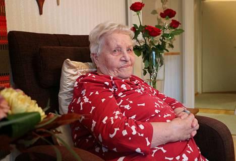 Turenkilaisen Saara Korhosen 100-vuotissyntymäpäiviä juhlittiin perhepiirissä viime lauantaina. Korhosen virallinen syntymäpäivä on tiistaina 10. syyskuuta.