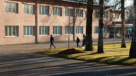 Janakkalan lukioon pääsee, kun peruskoulun päättötodistuksen keskiarvo on vähintään seitsemän.