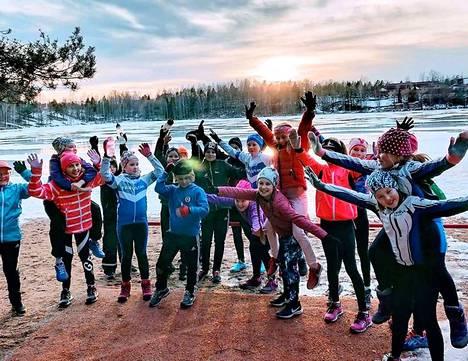 Suomen triathlonliitto valitsi nokialaisseura TriVAteamin viime vuoden triathlonseuraksi. TriVATeamin Triathlonia vauvasta vaariin -hanke on yksi niistä nokialaisseurojen hankkeista, jotka saivat ministeriöltä tukea.