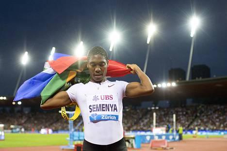 Caster Semenya juoksi huippuvauhtia Dohan 800 metrillä.