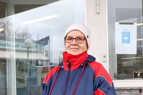 Kaija Hautakoski on jättänyt tauolle muutamia harrastuksia ja kyläilyn.