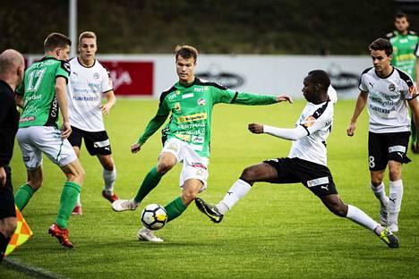 Henri Malundama (toinen oikealta) on pelannut Hakassa kaudesta 2016.