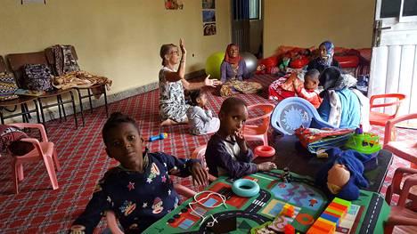 Avustuksia. Jumppapalloja, ilmapalloja ja muita virikkeitä tarvittaisiin vielä lisää Etiopiaan, mutta tulli tekee lahjoittamisesta vaikeaa.