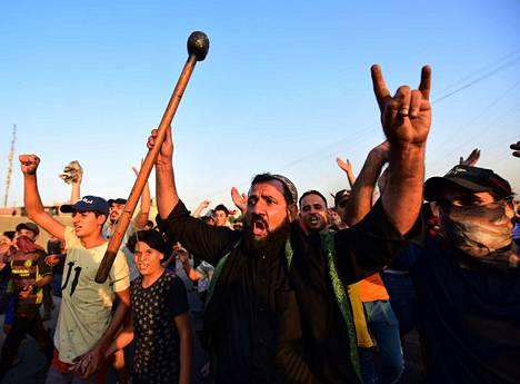 Irakin levottomuuksissa on kuollut jo vähintään 110 ihmistä.