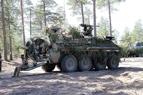 Amerikkalaisjoukkojen käyttämä Stryker-miehistönkuljetusajoneuvo Pohjankankaalla viime vuoden Arrow-harjoituksessa. Samanlaisia ajoneuvoja osallistuu myös tämän vuoden harjoitukseen.