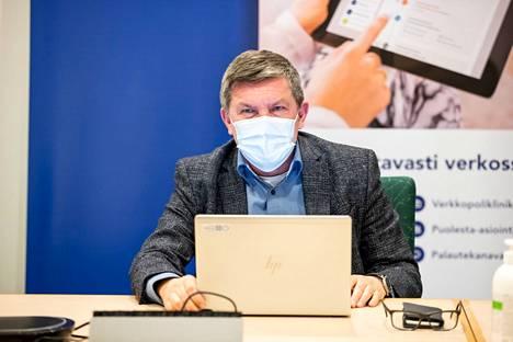 Johtajaylilääkäri Juhani Sandilla oli viimein hyviä uutisia. Koronaryhmä muistuttaa kuitenkin, että hyvä tilanne vaatii yhä sitkeitä toimia. Muun muassa maskisuositus on yhä voimassa.