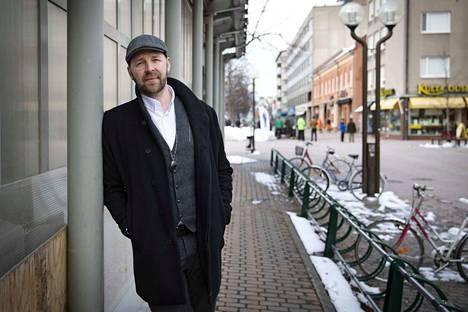 Lunta tupaan. Juha-Pekka Kallio sai yllätyksekseen 15500 laskun unohdettuaan maksaa moottoripyöränsä vakuutuksen.