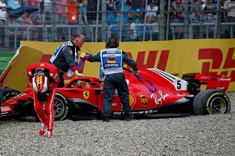 Sebastian Vettel menetti otteen maailmanmestaruudesta omien virheiden takia 2018.