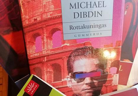 Rottakuningas on Aurelio Zen -mysteereistä ensimmäinen ja toi Michael Dibdinille Crime Writer's -yhdistyksen Kultaisen tikarin.