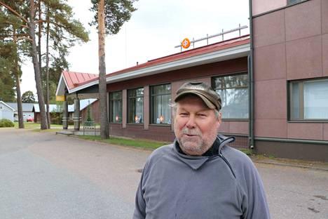 Köyliön Osuuspankin pitkäaikainen asiakas Juhani Heikkilä ei näe alueen Osuuspankkien yhdistymistä hyvänä ideana.
