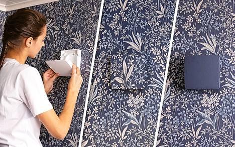 Wive-venttiilin kannen voi maalata tai tapetoida sisustuksen mukaan. Kuvien tapetti on Boråstapeterin Nocturne 6331 ja sinisen maalin sävy Tikkurilan V490.