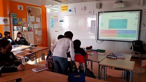 Nokian koulun 5A-luokan kaveriluokka Espanjassa pelaa nokialaisten koostamaa Suomi-aiheista Kahoot-visaa.