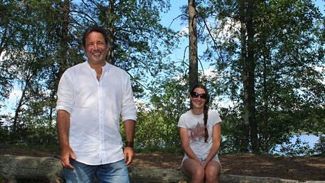 Yrittäjät Patrick ja Anne-Mari Kramer eivät lannistuneet, kun eivät saaneet Sastamalan Houhajärven Pirttisaaresta maa-aluetta. Nyt uusi alue on löytynyt Kyrösjärven rannasta. Kuva on otettu kesällä 2020.