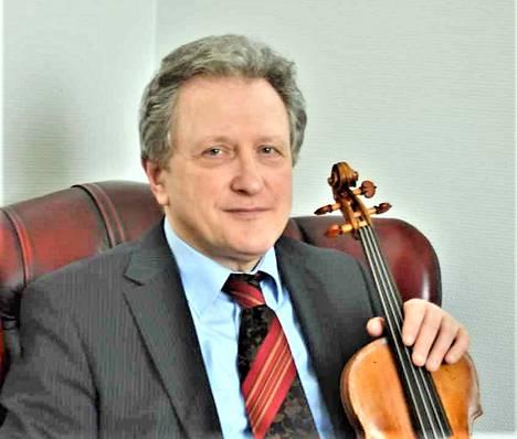 Alexander Vinnitski on Turun ammattikorkeakoulun taideakatemiaan lehtori, ja hänen viululuokalleen hakeutuu opiskelijoita ympäri maailman.