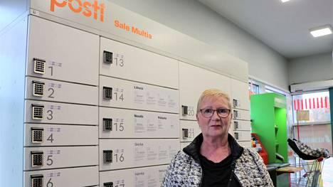 """Multialainen Eija Kuoppala käyttää monia postin palveluita ja kaipaa kuntaan omaa palvelupistettä pakettiautomaatin lisäksi: """"Multialle pitää heti saada posti. Nyt palvelut joutuu hakemaan Keuruulta ja se on hankalaa matkan takia""""."""