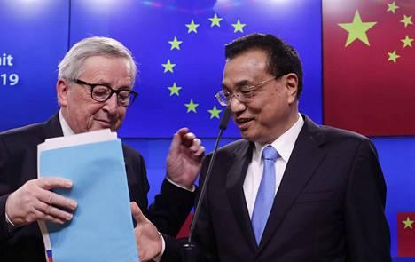 EU-komission puheenjohtaja Jean-Claude Juncker ja Kiinan pääministeri Li Keqiang lehdistötilaisuudessa Brysselissä tiistaina.