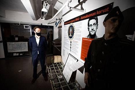 Vakoilumuseon näyttelyjohtajan Pirkka Turjan mukaan aihe on tärkeä, sillä nykyään tietoverkoista voidaan saada paljon tietoa.