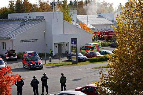 Jokelan ja Kauhajoen kouluampumisen poikivat monia turvallisuussuosituksia, jotka eivät ole kokonaan toteutuneet tänäkään päivänä. Kuva Kauhajoelta traagisena päivänä.