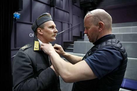Ensi vuonna ensi-iltansa saavan näytelmän ohjaa Christian Lindroos (oik.), joka ohjasi Poriin myös Tuntemattoman sotilaan. Pääosaa esittää Janne Turkki.