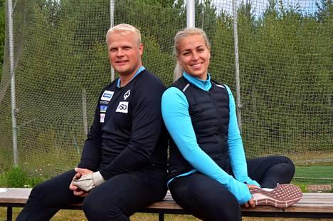 Tuomas Seppänen ja Kati Ojaloo harjoittelevat Porin moukaripörssissä.