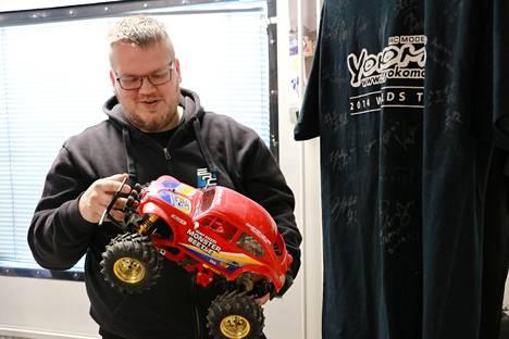 Niko Vuorenmaa asuu Tervakoskella, jossa EuroRC:n toimitila ja varasto sijaitsee. Auto on Tamiya Monster Beetle.