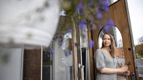 Kirjailija Katriina Ranne ideoi uusinta romaaniaan Noormarkussa, josta hän on kotoisin. Hän vierailee silloin tällöin seudulla ja on myös kirjoittanut monta kirjaa Noormarkun mummolassa. Nykyään hän asuu perheineen Lahdessa.