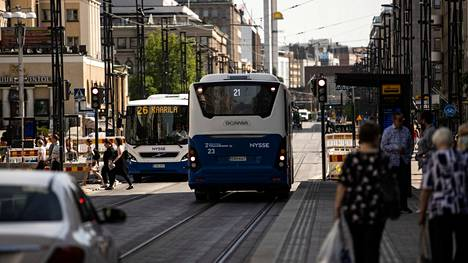 Pirkanmaalla muutos työttömien työnhakijoiden määrässä oli helpotus, koska vuosi sitten luvut näyttivät korkeilta. Pirkanmaan avoimista työpaikoista 64 prosenttia oli kesäkuussa Tampereella.