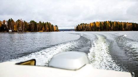 Syyssateet nostavat vedenkorkeuksia erityisesti pienissä järvissä ja pidemmällä aikavälillä myös isoissa järvissä. Maisema Mallasvedeltä 13. lokakuuta.