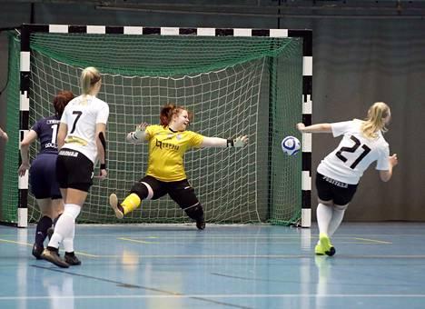 MuSan Jenna Oksanen teki kaksi maalia FC Sport J:tä vastaan Porin urheilutalossa sunnuntaina. Kuvituskuva.