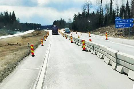 Lahden moottoritie maanantaina 30.3. oli normaali päiväliikenteeseen verrattuna hiljainen.