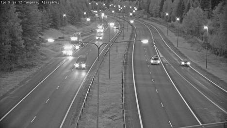 Kello 6.43 rekka oli Tampereelle johtavan rampin tuntumassa Alasjärven liittymässä. Kuva on otettu Ysitieltä Jyväskylän suuntaan.