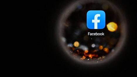 Somejätti Facebook alkaa maksaa korvauksia joukolle ranskalaislehtiä. Kuva on otettu Moskovassa lokakuun 5. päivänä 2021, kun Facebookilla oli laaja käyttökatkos 4. lokakuuta.