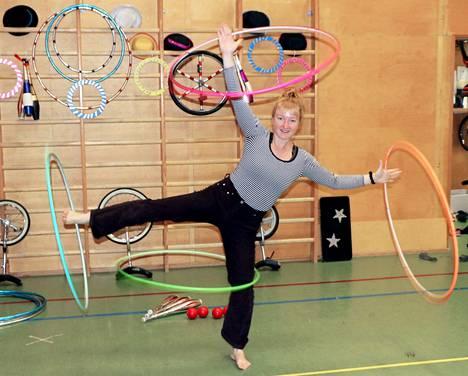 Nykyisin Sari Mäkelä esiintyy sirkustaiteilijana eri puolilla Keski-Eurooppaa ja maailmaa, muun muassa Japanissa ja Israelissa.