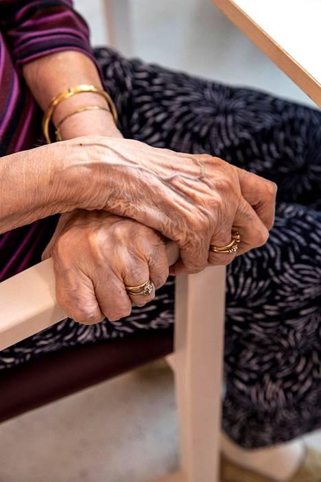 Vanhustenhoitoon liittyvät asiat puhuttavat tekstaripalstalla.