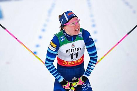 Kerttu Niskanen hiihti selvään voittoon Vantaan tuulisella vitosella.