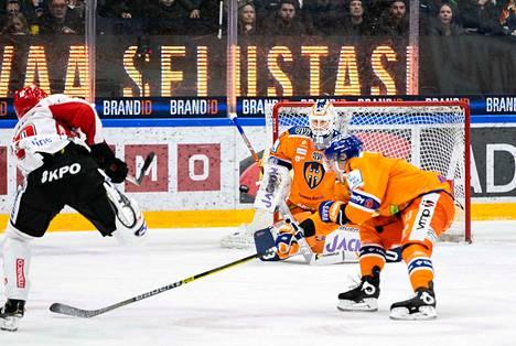 Christian Heljanko pääsi tositoimiin lauantaina Sportia vastaan ja torjui Tapparalle 2–1-voiton.