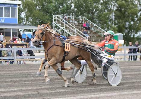 Pitkän matkan voittotaistossa ei rinnalle noussut Josveis Antti Tupamäkeä hetkauttanut, sillä se oli Polaraa jäljessä 1.9 sekuntia.