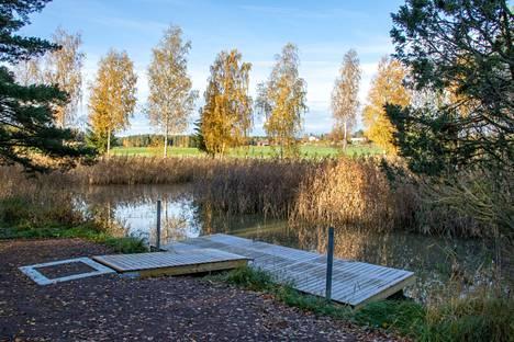 Kesän aikana Vaarjoen uusi laituri on ollut jo melojien käytössä.