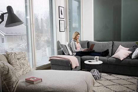 Vincitin henkilöstön menestymisestä vastaava johtaja Saana Rossi teki etätöitä kotonaan Lempäälässä maaliskuussa.