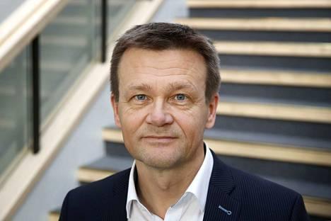 Pomarkun kunnanjohtaja Jari Rantala työpaikallaan kunnantalolla.