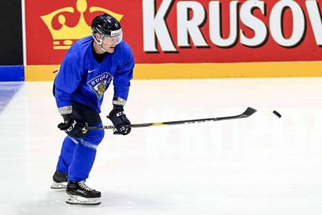 Perjantaina Harri Pesonen otti tuntumaa Bratislavan areenan jäähän. Suomi ja Venäjä kohtaavat välierässä Bratislavassa kello 16.15.