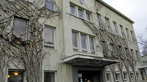 Hämeenkyrön Koskilinnalle ei ole löydetty yrityksistä huolimatta ottajaa. Rakennus kuvattiin joulukuussa 2015.