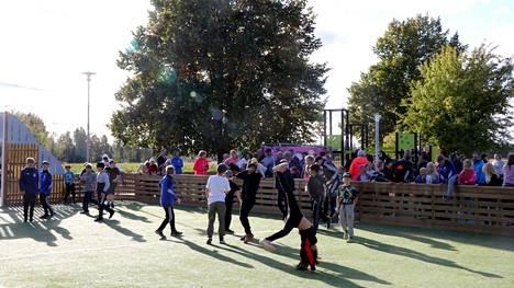 Koulun piha on lapsen elämässä keskeinen paikka, josta saa monipuolisia ja liikuntaan innostavia virikkeitä, kerrotaan Suomen Urheiluliiton tiedotteessa.