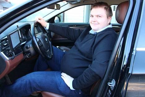 Tapio Koivutalo laajentaa taksiyrityksensä toimintaa Merikarvialle.