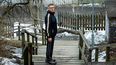 Aiemmin 147 kiloa. Nyt 84 kiloa. –Ennen en tehnyt muuta kuin makasin sohvalla ja söin, ja vähän joinkin. En tehnyt yhtään mitään, kun en jaksanut yhtään mitään, sanoo Pekka Aalto.